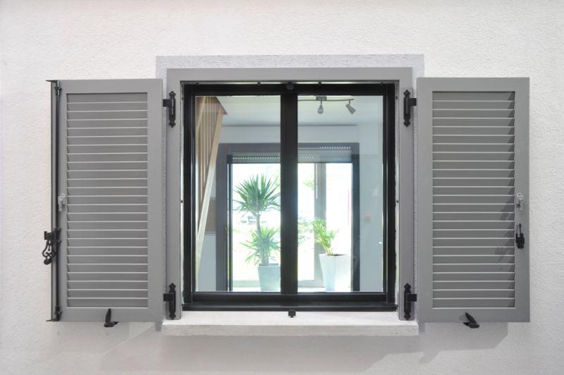 volet battant et volet traditionnel marseille 13 et. Black Bedroom Furniture Sets. Home Design Ideas